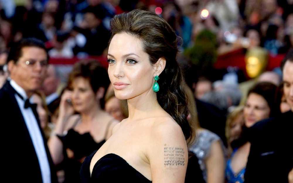 Angelina Jolie: Proč se hollywoodské krásce po zhlédnutí jejího prvního filmu udělalo špatně?